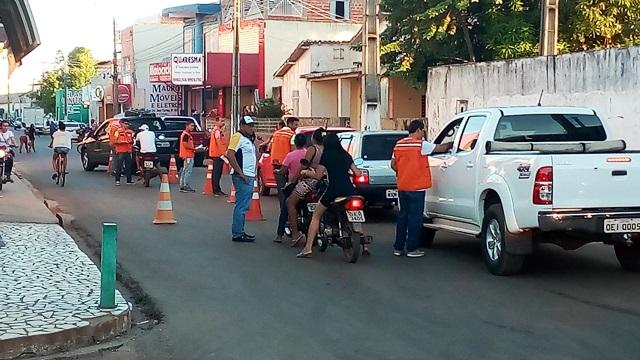 Agentes de trânsito realizam blitz educativas em Esperantina