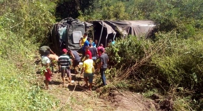 Caminhão com homens do exército tomba e deixa vários mortos e feridos