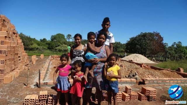 Prefeito Marcos Henrique autorizou a construção de uma residência para família que teve casa incendiada no Morro do Chapéu