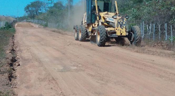 Prefeita Vilma Amorim visita as obras da estrada vicinal do Tabuleirinho