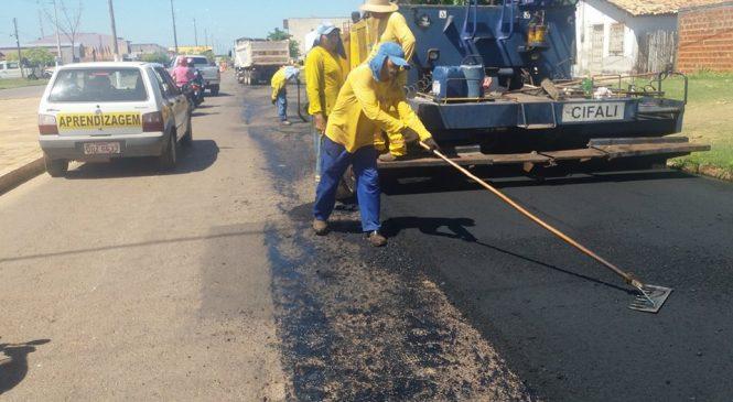 Principal avenida de Esperantina recebe novo asfalto