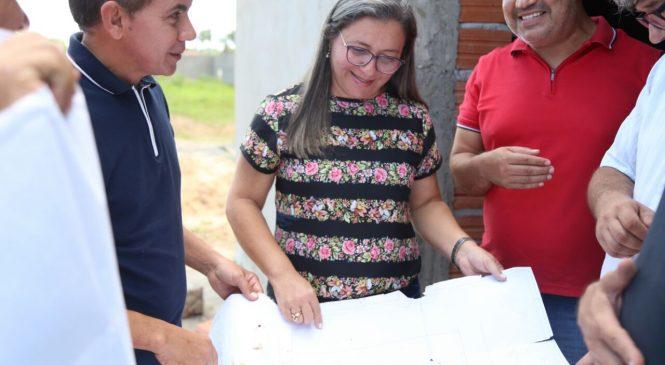 Prefeita Vilma Amorim e o Presidente da Fundespi visitam as obras do estádio de Esperantina