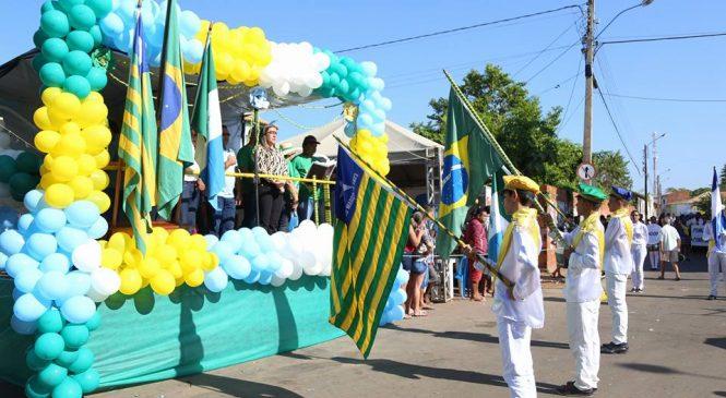 Desfile cívico de 7 de setembro em Esperantina