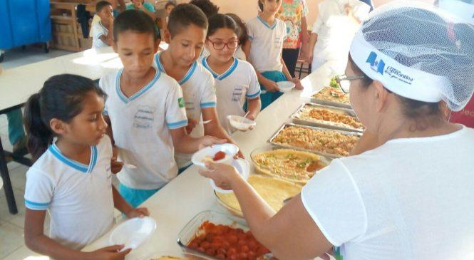 Alunos da escola Patriotino Rebelo degustam merenda a base de peixe