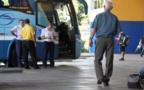 Sancionada lei que garante idosos de graça em transporte intermunicipal