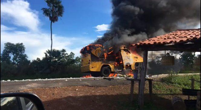 Bandidos explodem carro forte na BR-343, entre Altos e Campo Maior