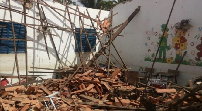 Teto de sala de aula desaba,Na zona Rural de Barras