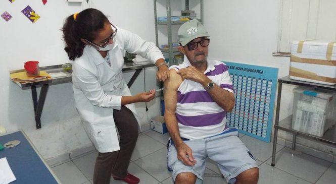 Bastante movimento nas unidades básicas no dia D de vacinação contra gripe