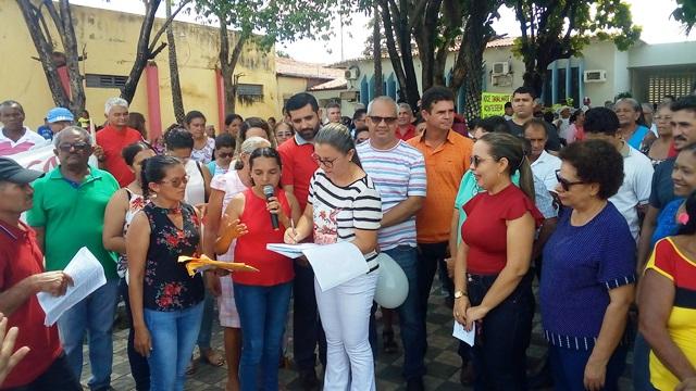 Prefeita Vilma Amorim, recebe reivindicações dos trabalhadores