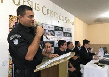 Agentes penitenciários de Parnaíba e Esperantina recebem pistolas e certificados
