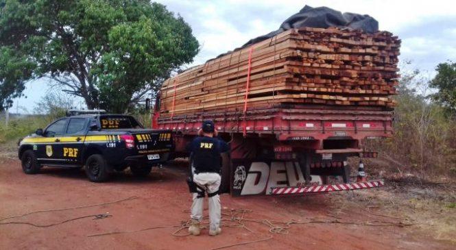 PRF apreende caminhão com madeira ilegal em Buriti dos Lopes