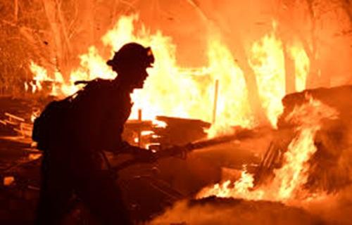 Professor desmaia e tem queimaduras de 2º grau ao tentar conter incêndio em Barras