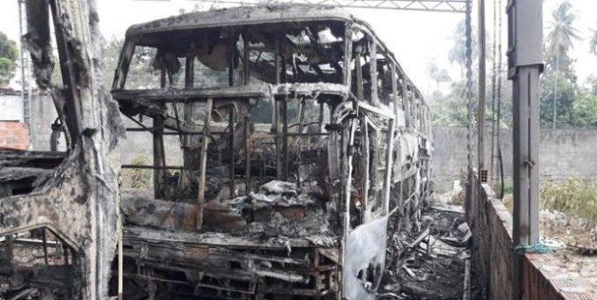 Ônibus de banda de forró é incendiado em ato criminoso