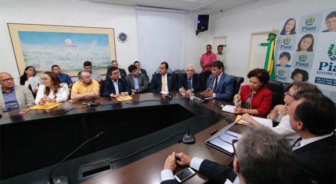 Governador confirma a bancada extinção de 19 órgãos e 2.300 cargos com reforma