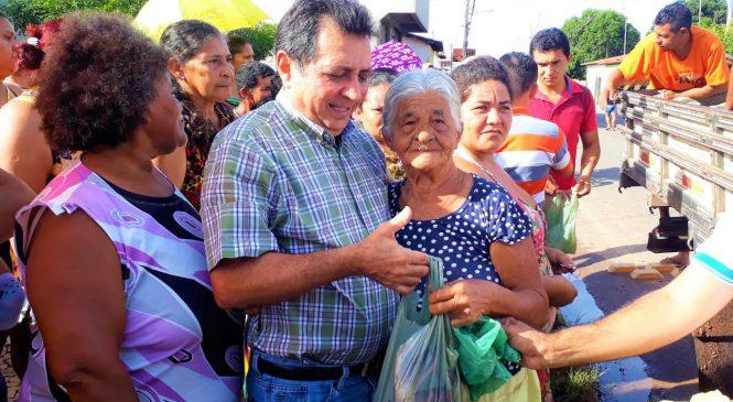 Prefeito Genival entrega 5 toneladas de peixes a famílias carentes