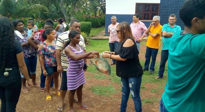 Deputado Themístocles Filho viabilizou a distribuição de peixes para as mães dos alunos da entidade Amare