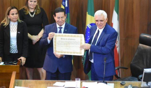 Vice-presidente da República recebe Título de Cidadão Piauiense das mãos de Themistocles
