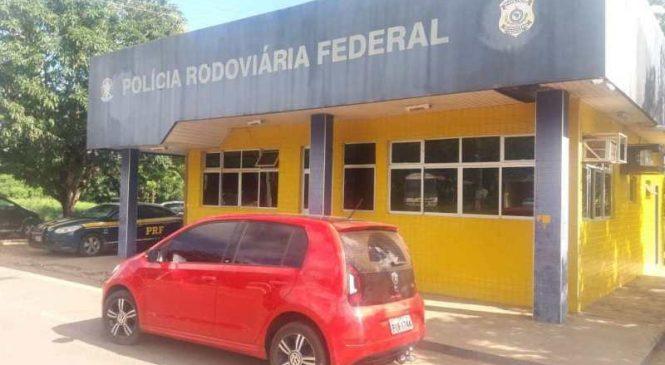 PRF troca tiros com ladrões de banco e liberta família feita refém na BR 343