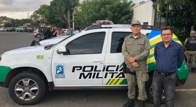Prefeito Genival e comandante do GPM recebem viatura para Joaquim Pires