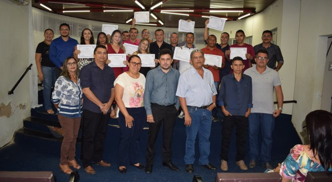 Prefeito de Luzilândia Ronaldo Gomes entrega certificados para os alunos do Curso de Informática