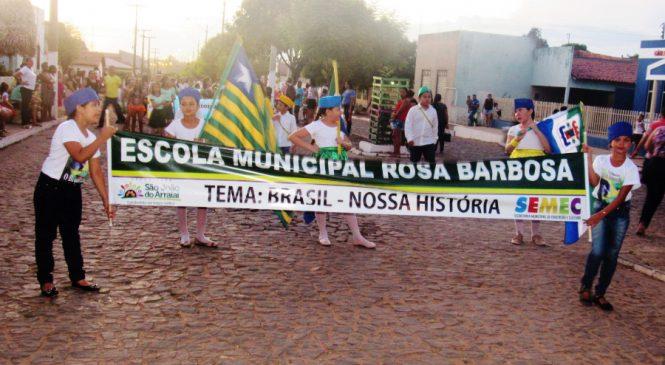 São João do Arraial realizou desfile com estudantes da educação infantil