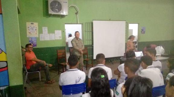 Palestra sobre prevenção a crimes e o uso de drogas realizada na Unidade Escolar José Mendes Vasconcelos
