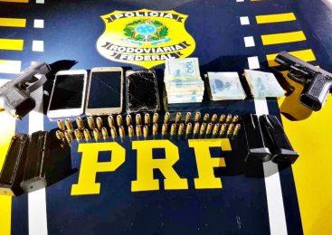 PRF prende dupla acusada de porte ilegal de arma de fogo na BR-343