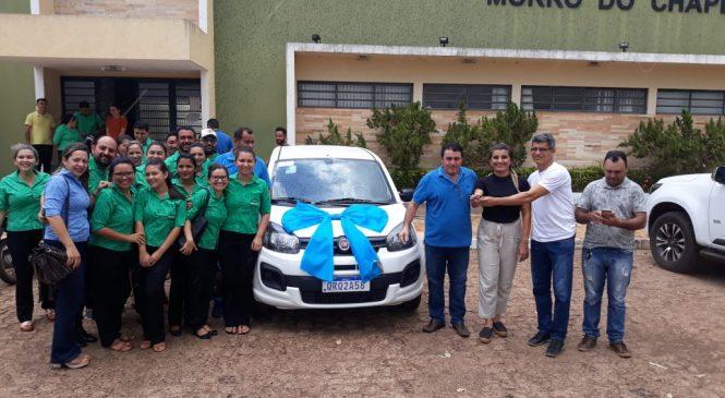 Prefeito Marcos Henrique entrega veículo novo para Assistência Social