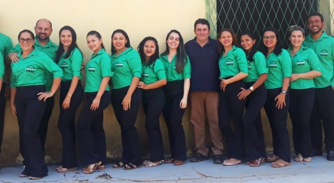 Funcionários do CRAS do Morro do Chapéu são contemplados com uniformes novos