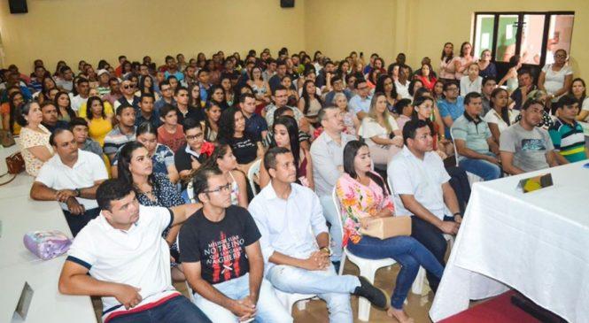 Prefeito Genival Bezerra empossa aprovados em concurso público
