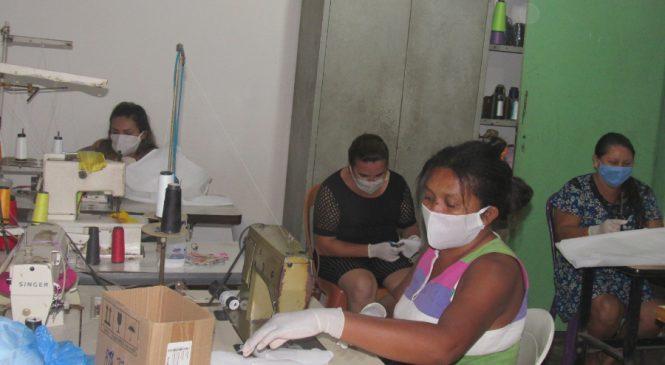 Valorizando mão-de-obra local, prefeitura de São João do Arraial adquire máscaras e distribui a população