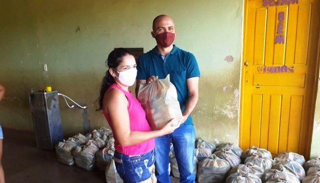 Prefeitura de Morro do Chapéu distribui kits de alimentação para mães de alunos