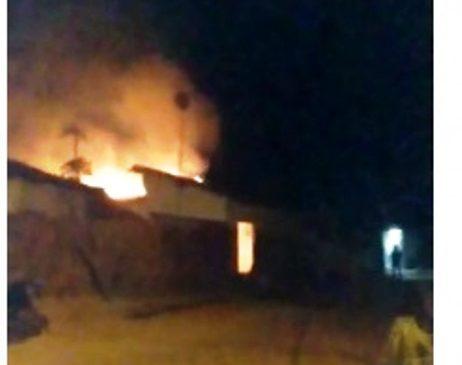 Incêndio destrói casa na periferia de Esperantina