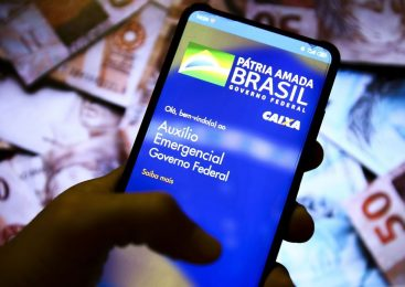 Governo vai cobrar por mensagem de texto devolução de auxílio emergencial irregular