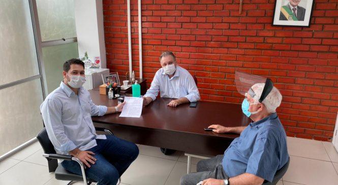 Secretário de saúde de Esperantina busca melhorias durante audiência com Floretino Neto