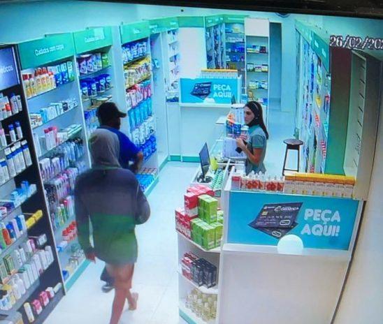 Criminosos assaltam farmácia no centro de Esperantina