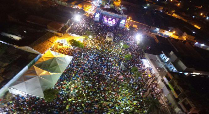 Esperantina viveu o maior show musical em praça pública