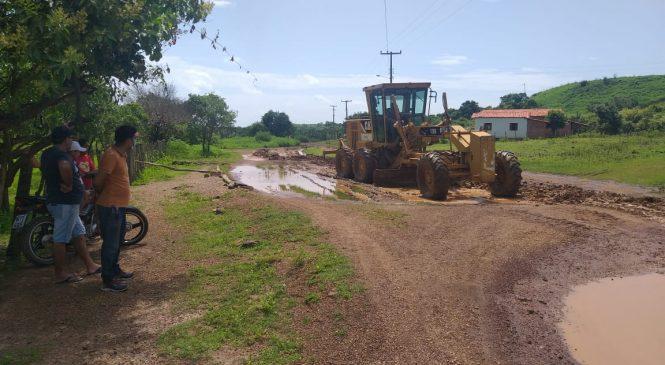 Prefeitura de Esperantina inicia recuperação da estrada da localidade Boa Vista dos Cariocas