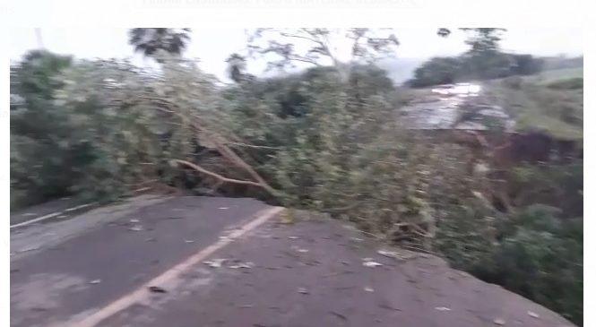 Açude rompe em Luzilândia e destrói trecho da PI-214