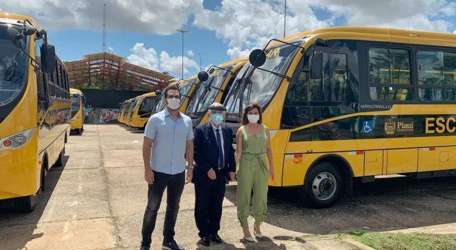Esperantina é contemplada com ônibus escolar através de emenda do deputado Federal Marcos Aurélio